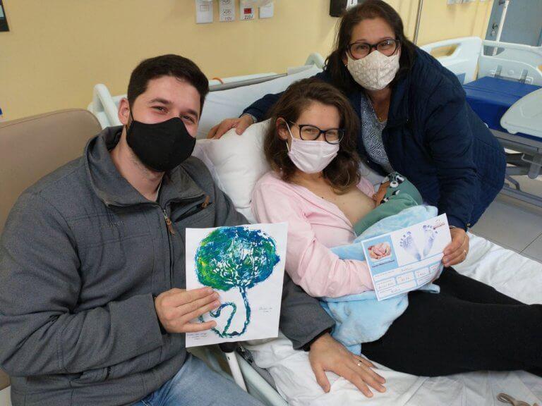 """Hospital N. Sra. dos Navegantes presenteia mães com """"carimbo de placenta"""""""